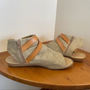 Blowfish Malibu wedge sandal. Tan canvas. Size 9